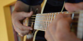 apprendre la guitare avec un cours en ligne